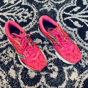 Ladies SAUCONY Breakthru Power/Grid sneakers 8 1/2